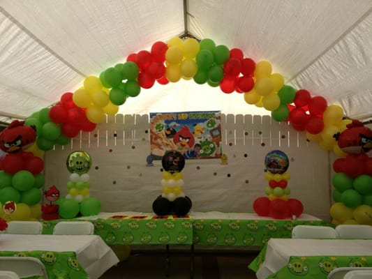 Angry birds balloon decoration yelp for Angry birds decoration ideas