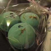 macarons with violet - out of this world :o)