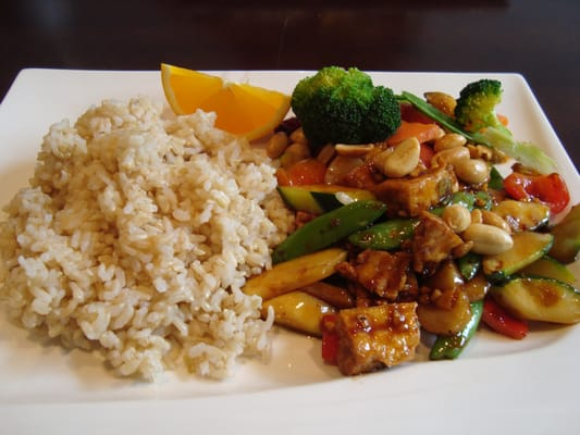 Kung Pao Tofu with brown rice (broccoli and carrots were added by my ...