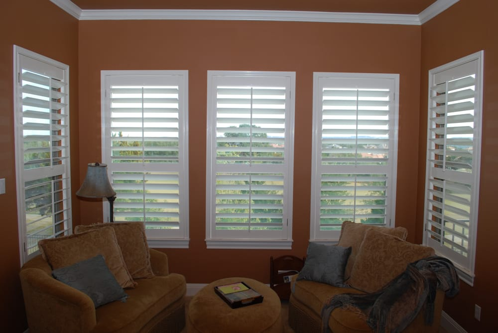 3 1 2 Plantation Shutters With Divider Rails Louvers