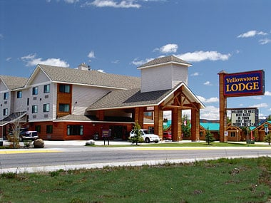 Yellowstone lodge 11 reviews hotels west yellowstone for Yellowstone cabins west yellowstone