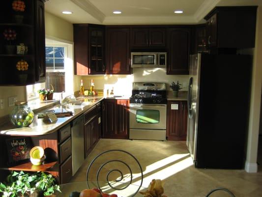 Impressive Cherry Kitchen Cabinets Granite Countertops 533 x 400 · 44 kB · jpeg