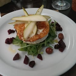Goat cheese salad with pears and hazelnuts