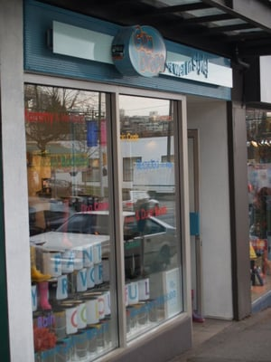 Gumdrops rain boots boutique on West 4th Avenue closes – Kitsilano.ca