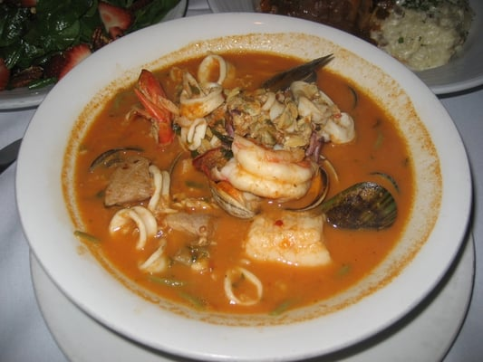 Linguine Al Pescatore-spinach linguine,clamari,shrimp,scallops,clams,New Zealand mussels,and whitefish in a red sauce