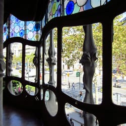 With big windows overlooking Passeig de Gracia