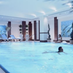 Indoor Pool des Berlin Marriott Hotel