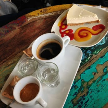 "Expresso du jour, cafe allongé de Colombie et cheesecake ""she's cake"" !"