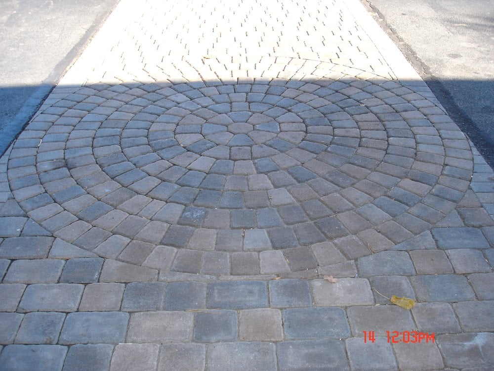 Paver Walkway With Circle Pattern Insert Yelp