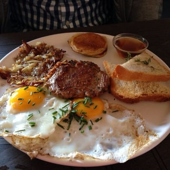 Fried egg with Texas sausage and hashbrowns