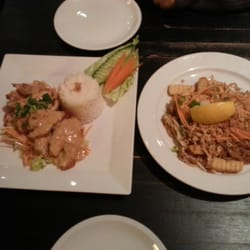 On the left there is the chicken peanuts which was amazing, and on the right tofu Pad thai. Both together 10 Euro..amazing