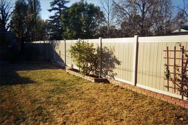 How to install vinyl fencing - layout and post installation - YouTube