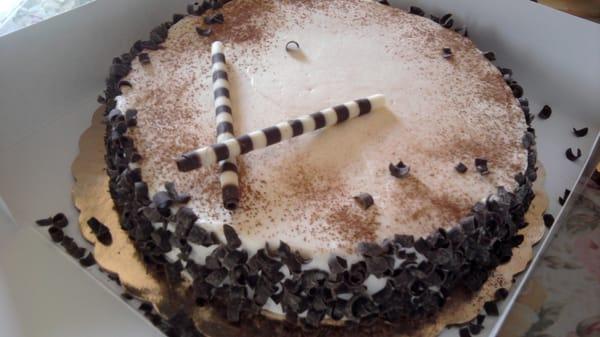 whole foods tiramisu cake