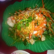 Papaya salad with prawns and pork