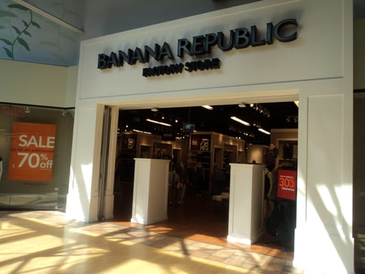 Banana Republic at Shopping Malls Store Locations at Malls for Mens & womens apparel in New Jersey. Shopping malls in other states Mall stores by name/brand Mall stores by category Special offers & deals Mobile version of this page. Share: Email to a friend. Tweet. Banana Republic.