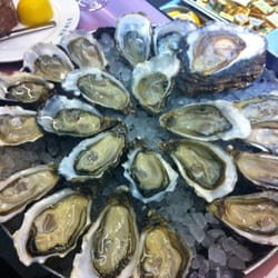 Assorted oysters, mostly #2s.  D'isginy, Gillardeau, Utah Beach, Fin de Claire, and the hugh Pieds de Chavel on the top right.