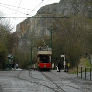 tram on its way with a view of the quarry cliff