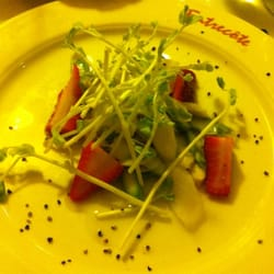 White and green asparagus salat with strawberries