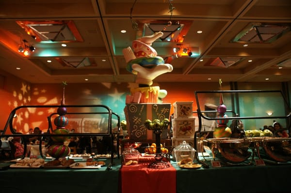 Tradition Goofy 39 S Kitchen Character Buffet At The Disneyland Hotel Disney Is Our Second Home