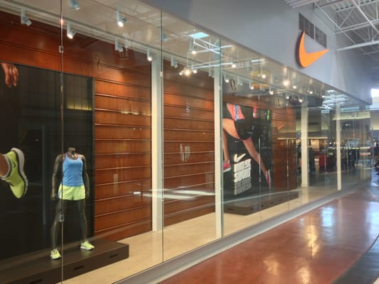 Inspiring the world's athletes, Nike delivers innovative products, experiences and services. Free delivery and returns.