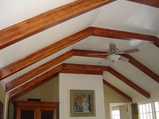 Decorative faux wood beams painted with woodgraining tool for Fausse poutre decorative