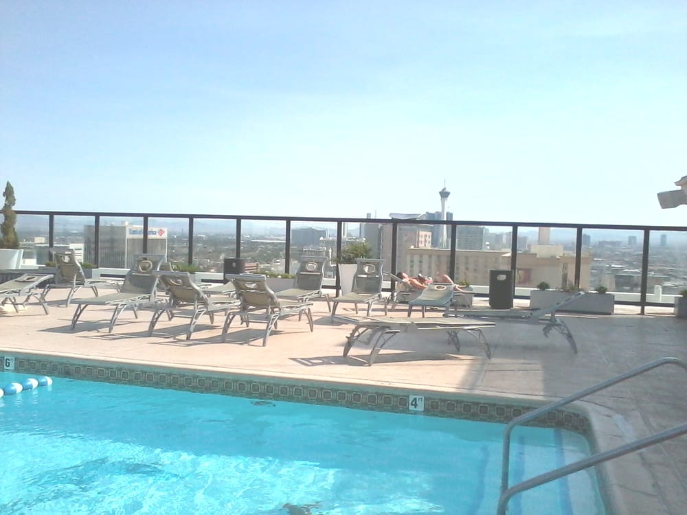Queens Hotel Pool