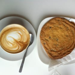Latte and cookie noms!