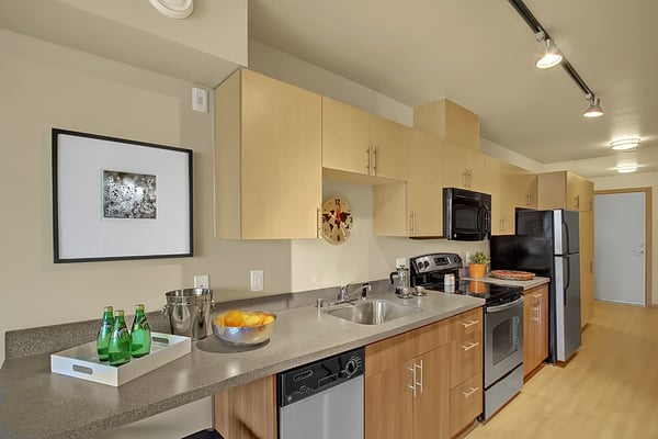 Galley Kitchen: Urban One Bedroom Apartment | Yelp