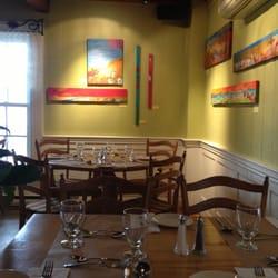 Restaurant cafe bar la coureuse des greves caf s saint for Salle a manger yelp