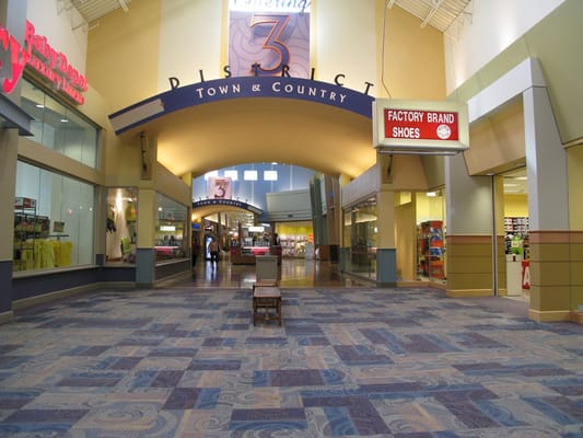 Great Lakes Crossing Outlets is located in Auburn - Hills, Michigan and offers stores - Scroll down for Great Lakes Crossing Outlets outlet shopping information: store list, locations, outlet mall hours, contact and address.3/5(9).