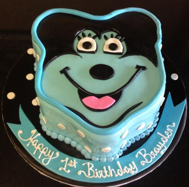 Mickey Mouse Shape Fondant Cake Yelp