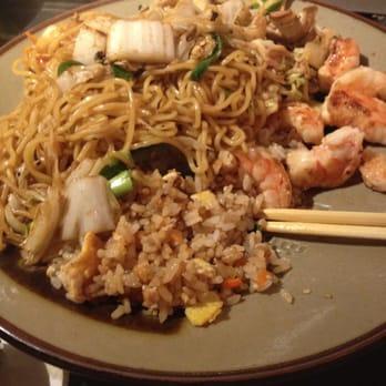 Shrimp yakisoba lunch sized