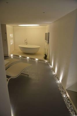 wellnessgestaltung oval badewanne indirekte beleuchtung nische im mauerwerk yelp. Black Bedroom Furniture Sets. Home Design Ideas